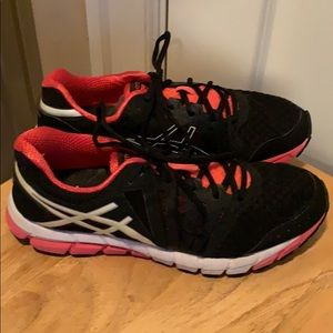 Women's ASIC athletic shoes